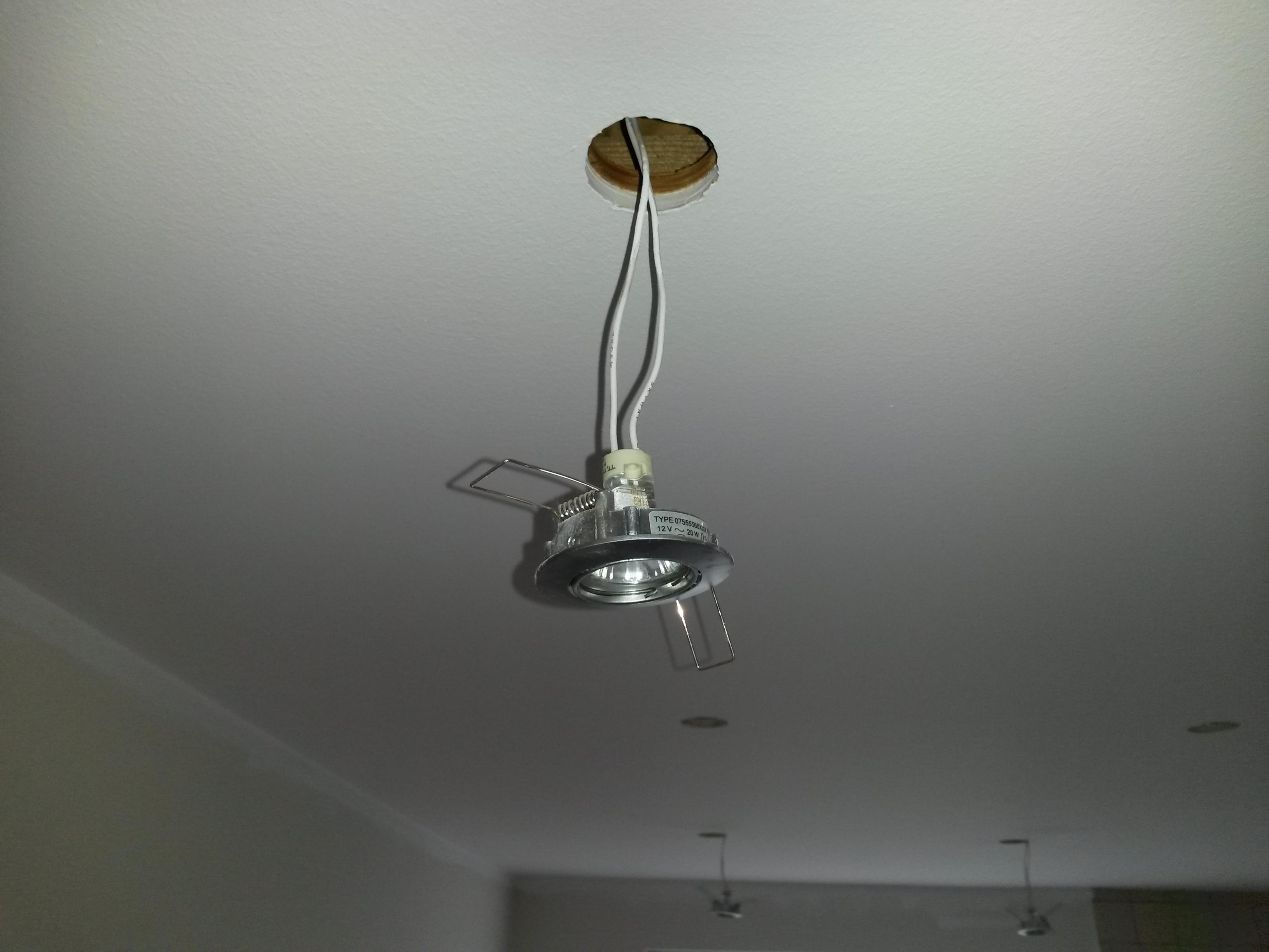 Udskiftning af 9 halogen spots til LED - Handyman.dk
