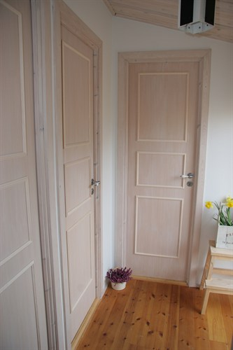 Sådan retter du en dør der går på, eller binder - Handyman.dk