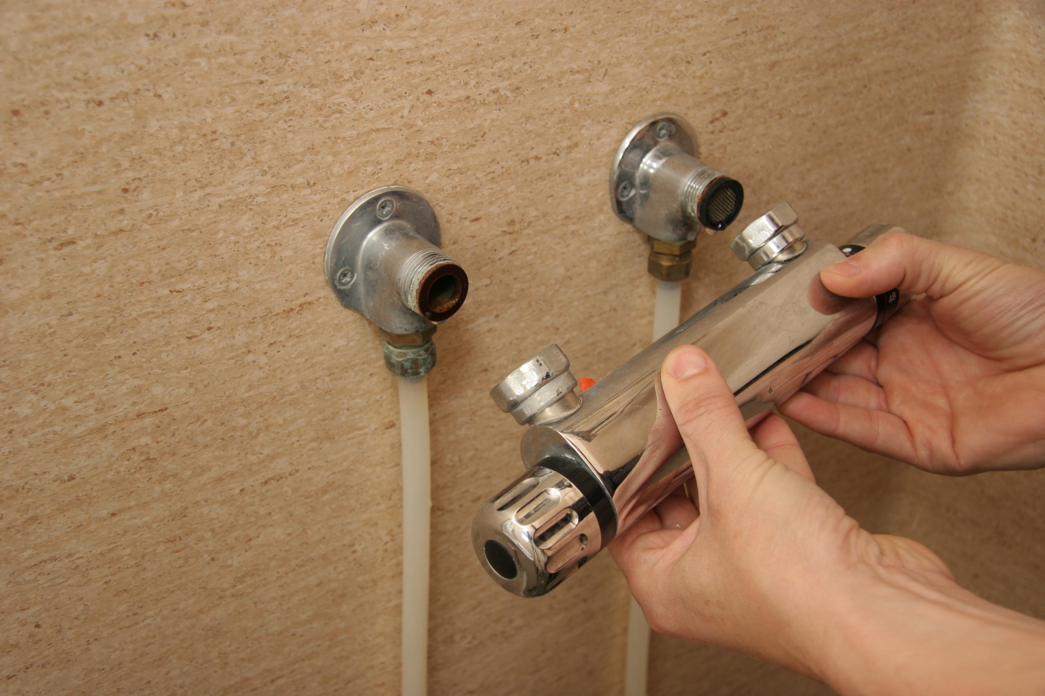 bruser blandingsbatteri Skift blandingsbatteriet på badeværelset | Udskiftning af  bruser blandingsbatteri